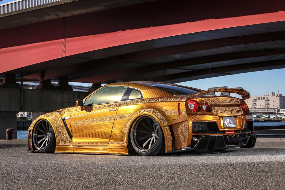 Nissan GT-R Finished In Gold