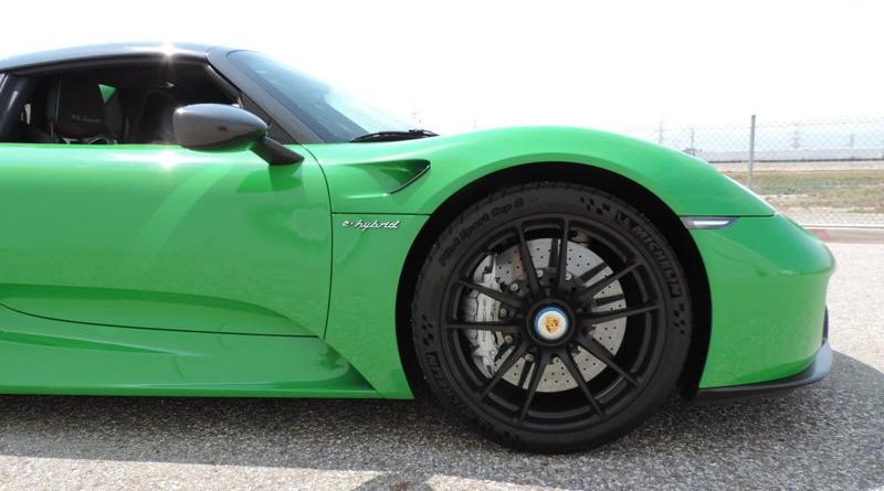 Viper Green Porsche 918 Spyder